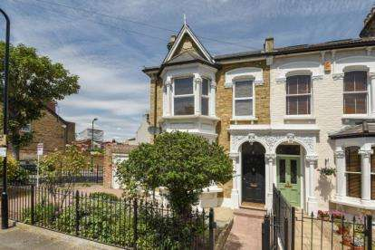3 Bedrooms End Of Terrace House for sale in Leyspring Road, London