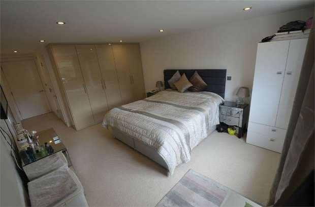 2 Bedrooms Flat for sale in Watford Way, Mill Hill, London