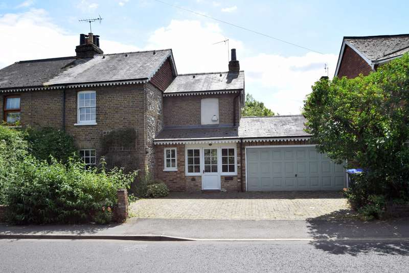 3 Bedrooms Semi Detached House for sale in Britwell Road, Burnham, SL1