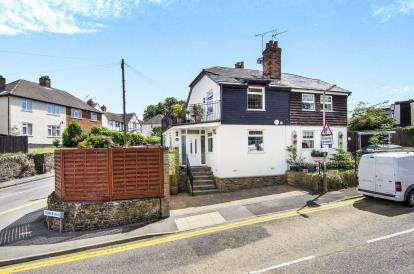 2 Bedrooms Semi Detached House for sale in Brentwood, Essex, .