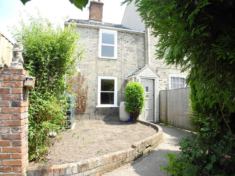 3 Bedrooms Semi Detached House for sale in St Marys Street, Bungay
