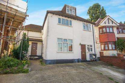 8 Bedrooms Detached House for sale in Pear Close, London