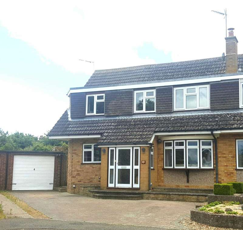 4 Bedrooms Semi Detached House for sale in Carlton Close, Newport Pagnell