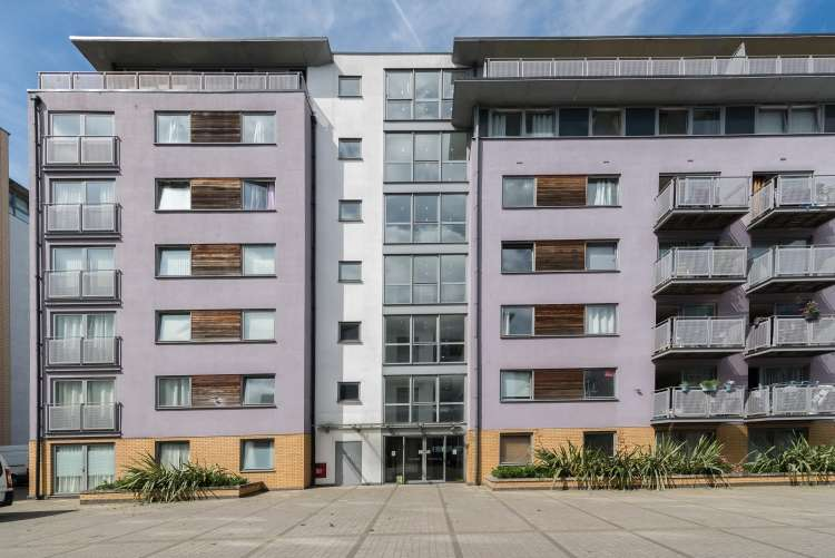 2 Bedrooms Flat for sale in Deals Gateway Lewisham SE13