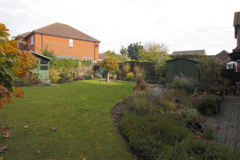 4 Bedrooms Detached House for sale in Amber Gardens, Andover