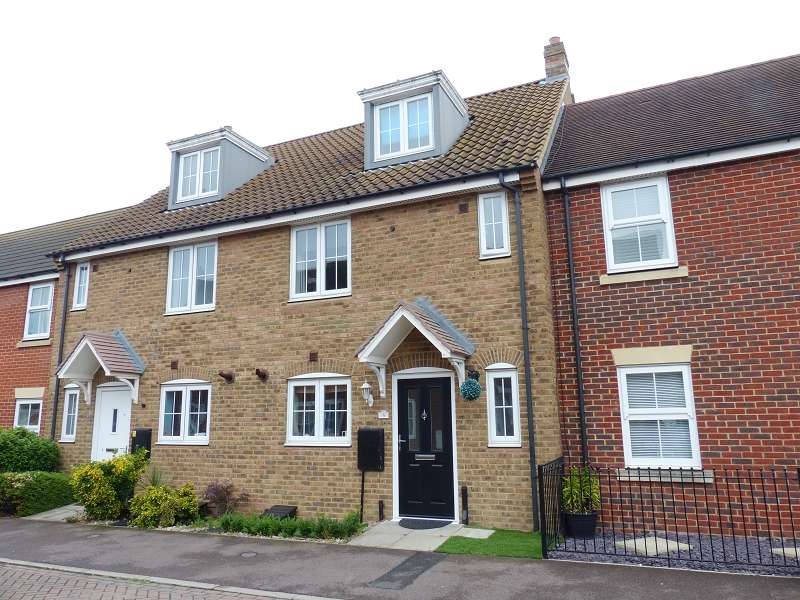 4 Bedrooms Town House for sale in Bellflower Drive, Yaxley, Peterborough, Cambridgeshire. PE7 3GZ