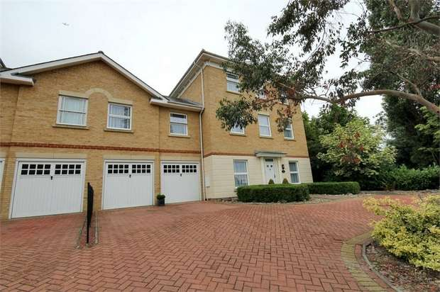 6 Bedrooms Detached House for sale in Baynard Avenue, Flitch Green, Dunmow, Essex