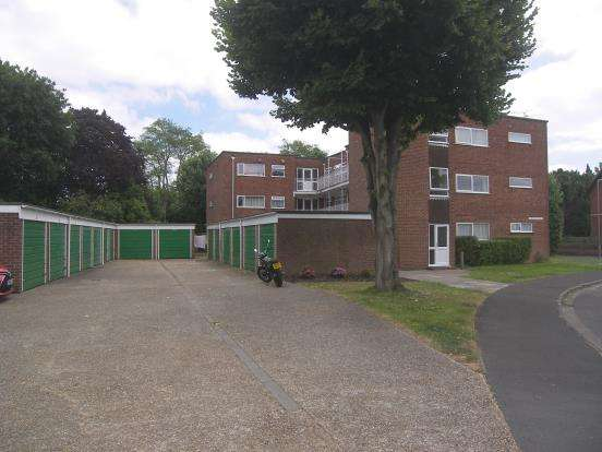 1 Bedroom Flat for sale in Swallow Close, Denvilles, Havant