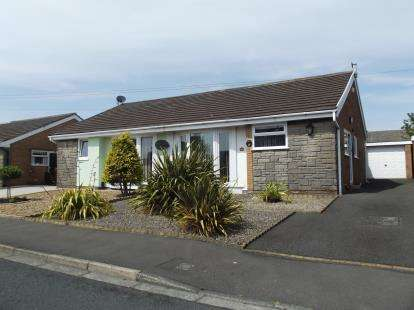 2 Bedrooms Bungalow for sale in Richmond Avenue, Burnley, Lancashire, BB10