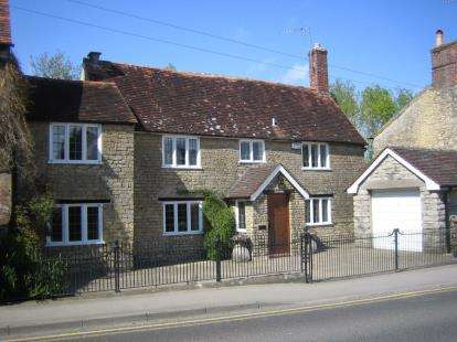 3 Bedrooms Semi Detached House for sale in Gillingham, Dorset