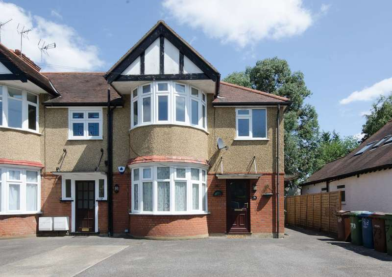 2 Bedrooms Maisonette Flat for sale in Priory Way, North Harrow, HA2