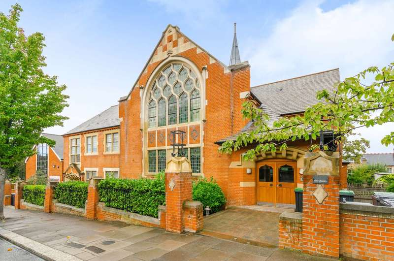 2 Bedrooms Flat for sale in Alexandra Park Road, Muswell Hill, N22