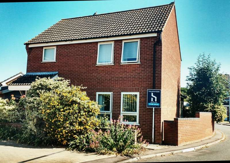 3 Bedrooms Detached House for sale in Robert Close, Wymondham, Norfolk, NR18