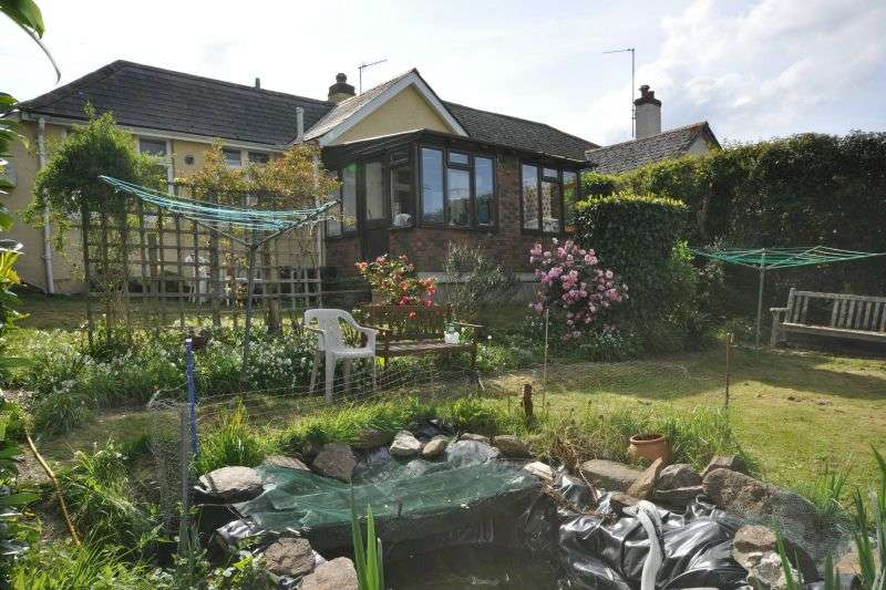 2 Bedrooms Detached Bungalow for sale in BUCKERELL AVENUE, ST LEONDARDS, EXETER, DEVON