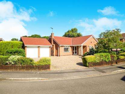 3 Bedrooms Bungalow for sale in Caxmere Drive, Nottingham, Nottinghamshire