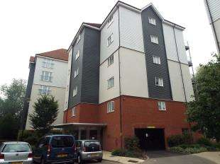 2 Bedrooms Flat for sale in Westwood Drive, Canterbury, Kent