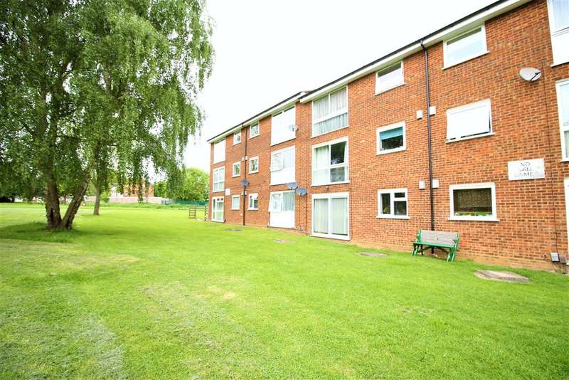 2 Bedrooms Ground Flat for sale in Woodhall Farm