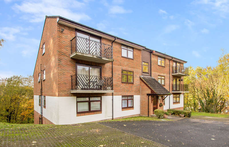2 Bedrooms Flat for sale in WHYTELEAFE