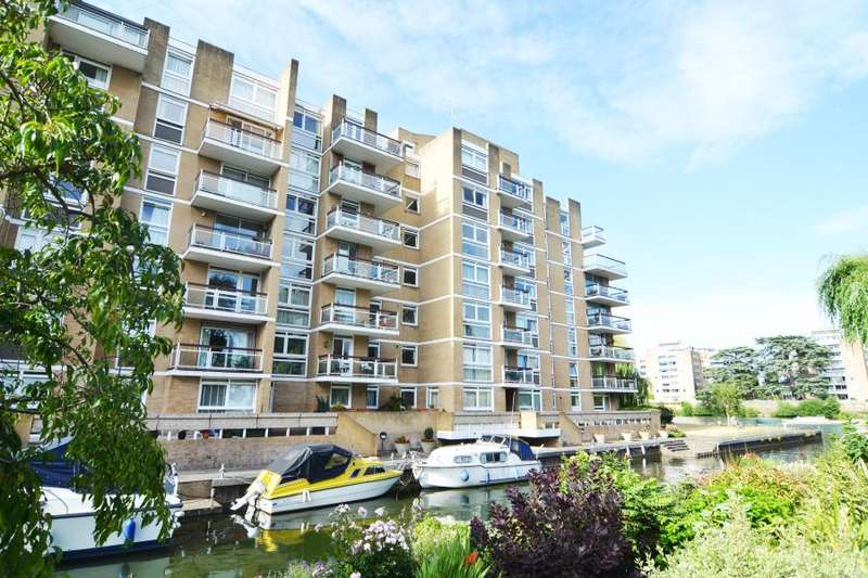 2 Bedrooms Flat for sale in Thamespoint, Teddington, TW11