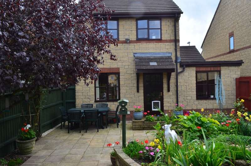 3 Bedrooms Detached House for sale in Cloverfields, Gillingham, Dorset, SP8
