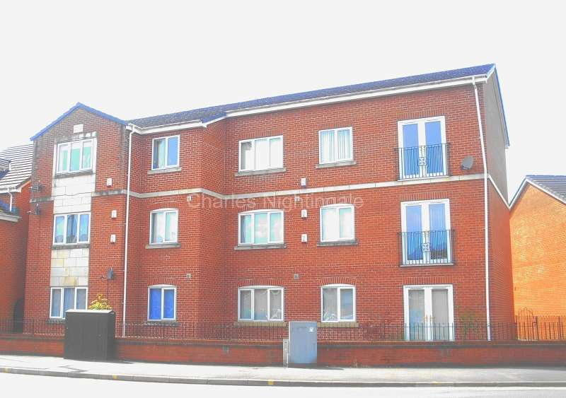 2 Bedrooms Apartment Flat for sale in Westridge Chase, Royton, Oldham, Greater Manchester. OL2 5JL