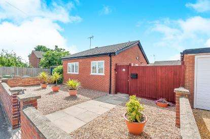 2 Bedrooms Bungalow for sale in Glatton Drive, Peterborough, Cambridgeshire, .