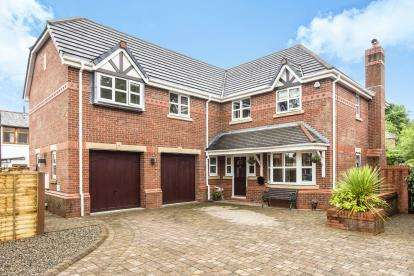5 Bedrooms Detached House for sale in Church Gardens, Euxton, Chorley, Lancashire