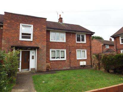2 Bedrooms Flat for sale in Lavister Gardens, Wrexham, Wrecsam, LL12
