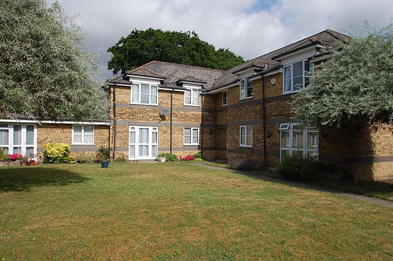 2 Bedrooms Flat for sale in Rickmansworth Road, Harefield, UB9