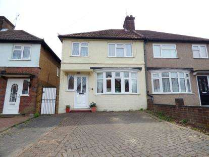 3 Bedrooms Semi Detached House for sale in Berry Avenue, Watford, Hertfordshire