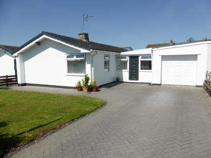 3 Bedrooms Bungalow for sale in Denstone Drive, Westminster Park, Chester, Cheshire, CH4