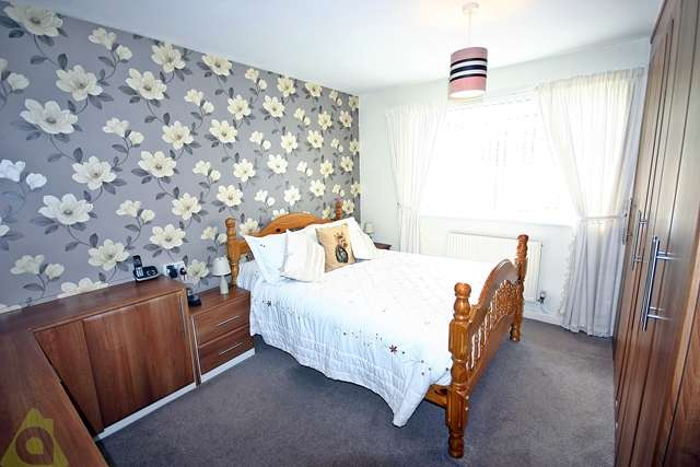 2 Bedrooms Semi Detached Bungalow for sale in Marsh Row, Hindley Green, WN2