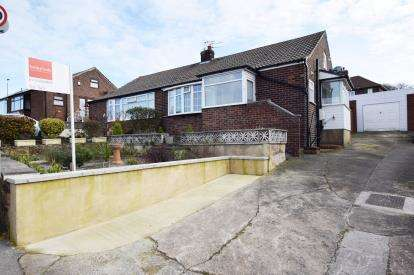 2 Bedrooms Bungalow for sale in Owlcotes Garth, Pudsey, Leeds, West Yorkshire