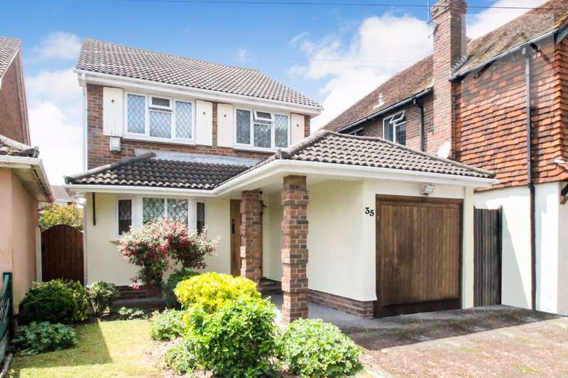 4 Bedrooms Detached House for sale in Central Wall Road, Canvey Island. - IN THE HEART OF CANVEY