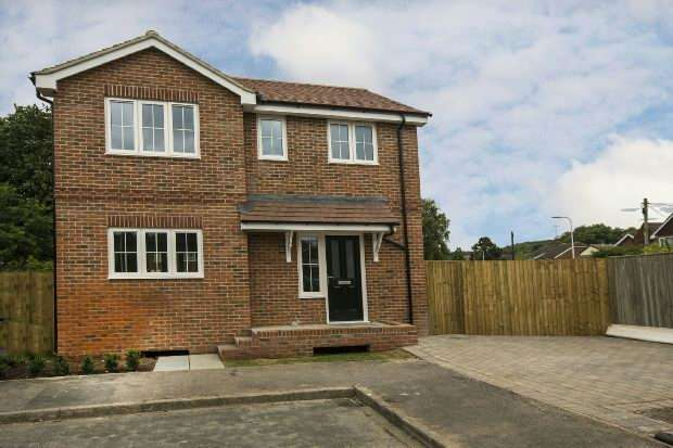 3 Bedrooms Detached House for sale in Waterside Drive, Purley on Thames, Reading