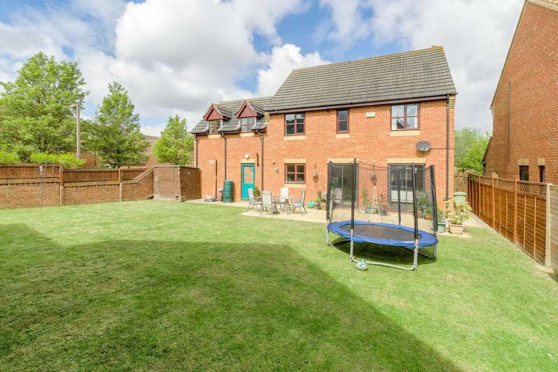 5 Bedrooms Detached House for sale in Leonards Lee, Westcroft