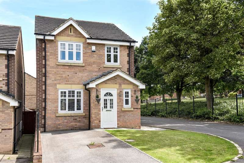 3 Bedrooms Detached House for sale in Sedbergh Close, Bradford, West Yorkshire, BD10 9FH