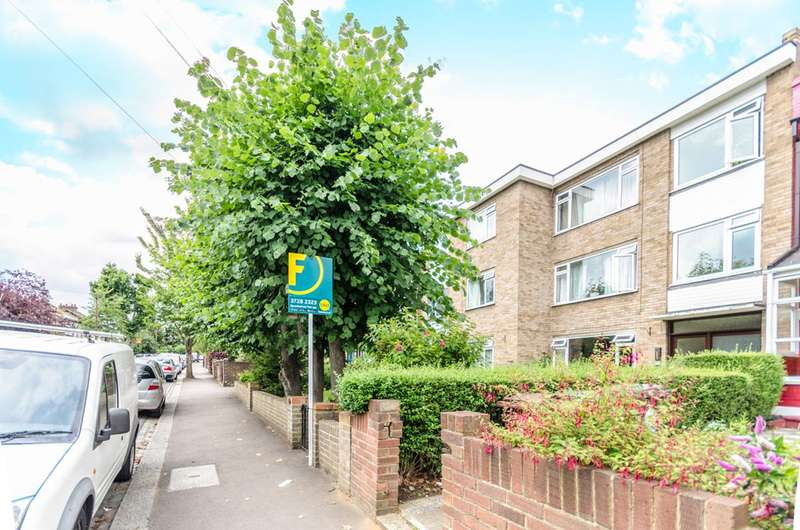 2 Bedrooms Flat for sale in Cedar Court, Hainault Road, Leytonstone, E11