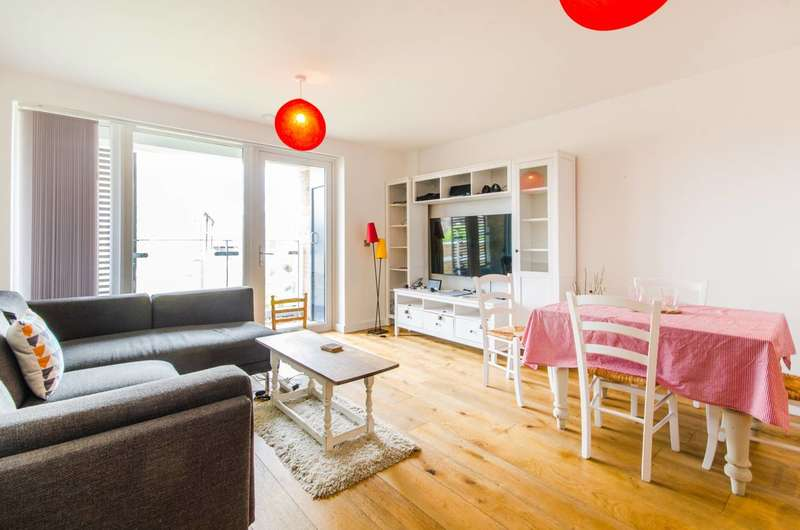 2 Bedrooms Flat for sale in Pelton Road, East Greenwich, SE10