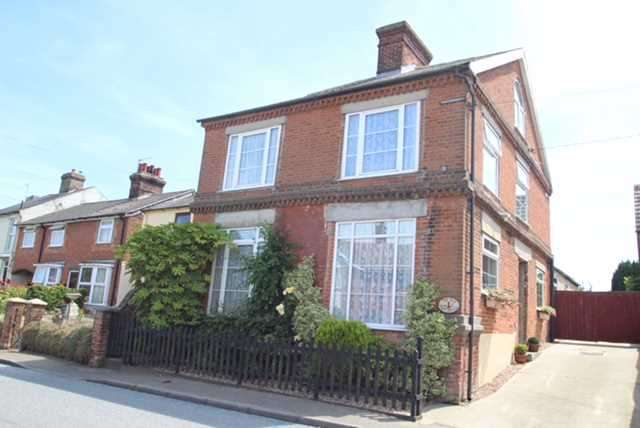3 Bedrooms Detached House for sale in The Old Post Office, Main Road, Chelmondiston