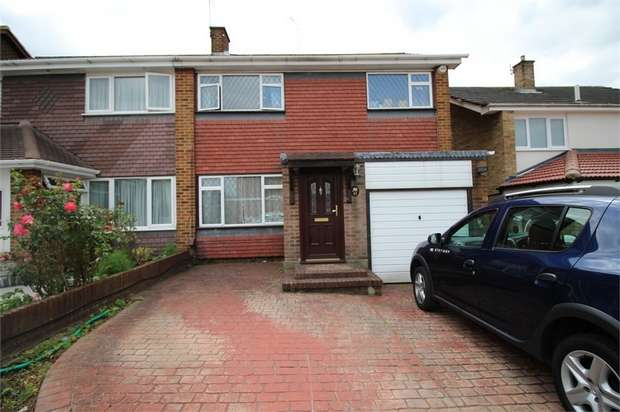 3 Bedrooms Semi Detached House for sale in Tudor Way, Waltham Abbey, Essex
