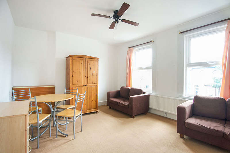 2 Bedrooms Flat for sale in Idmiston Road, London, E15