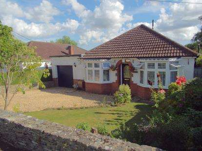 4 Bedrooms Bungalow for sale in Chandler's Ford, Eastleigh, Hampshire