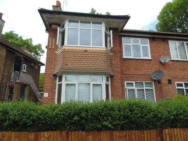 2 Bedrooms Flat for sale in Buller Close, Peckham, London, London, SE15 6UJ