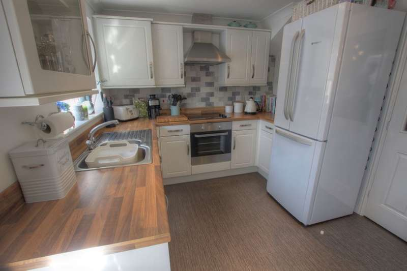 3 Bedrooms Semi Detached House for sale in Cullen Drive, Birtley, Chester Le Street, DH3