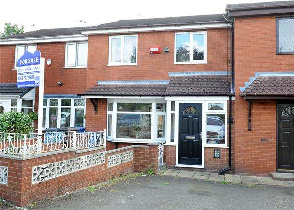 3 Bedrooms Town House for sale in 36 Falmouth Road, Irlam M44 6EJ