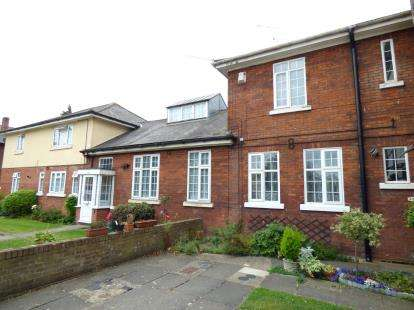 2 Bedrooms Maisonette Flat for sale in Wood Lane, Essex