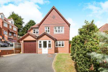 5 Bedrooms Detached House for sale in Tollhouse Way, Wombourne, Wolverhampton, Staffordshire