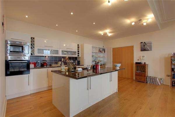 3 Bedrooms Apartment Flat for sale in Queens Promenade, Blackpool