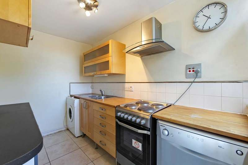 1 Bedroom Flat for sale in Ashley Crescent, London SW11